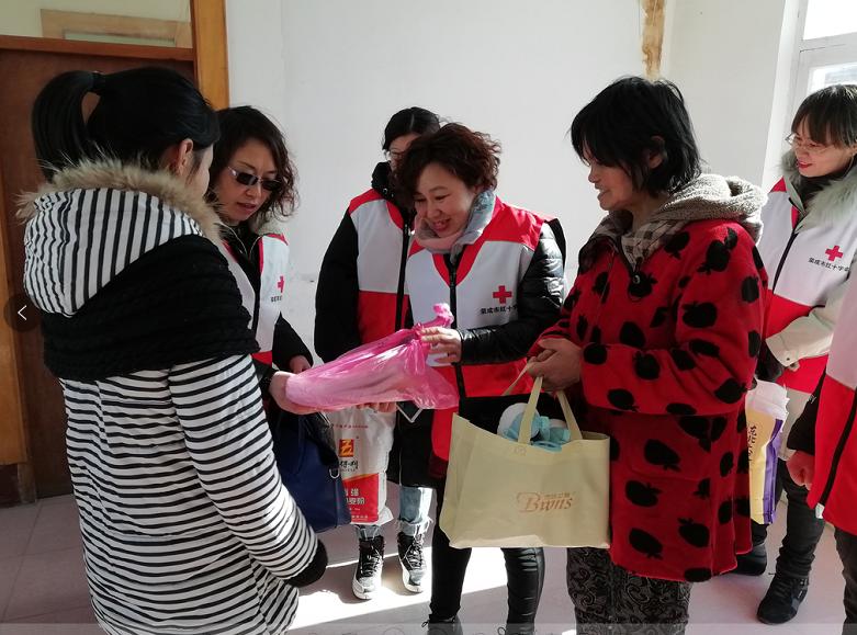 """市红十字会开展""""爱心飞扬,温暖荣成""""活动动态"""