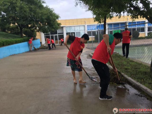"""""""桃李春风""""市第21中学14日""""助力环卫清洁家园""""志愿服务"""